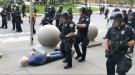 ABD'de polis şiddeti bitmiyor: Kameralar önünde yaşlı adamın kafasını yardılar