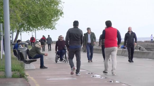 Maltepe'de yasağa rağmen sahile akın ettiler