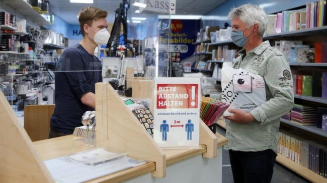 Almanlar karantinayı gevşetti ama vatandaş dükkanlara gitmiyor